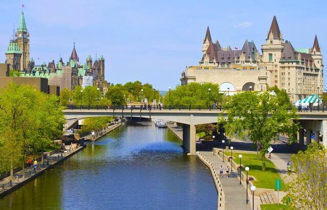 Como ir de Ottawa a Toronto