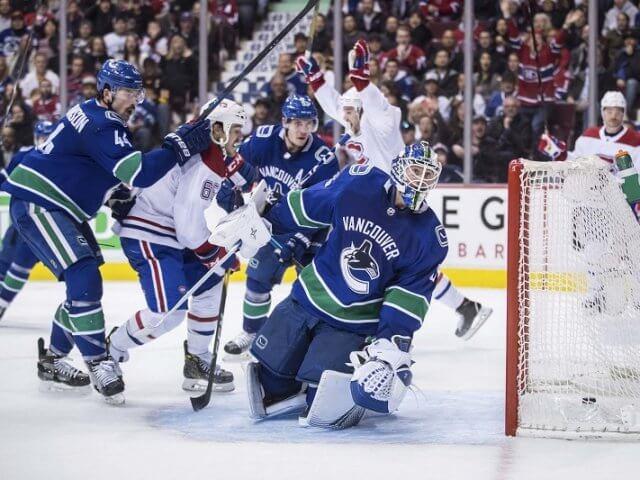 Assistir a um jogo de hóquei no gelo do Vancouver Canucks