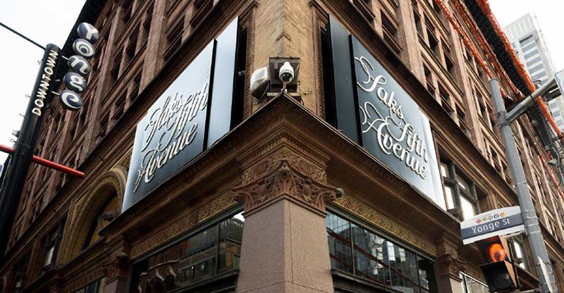 Loja Saks Fifth Avenue em Montreal