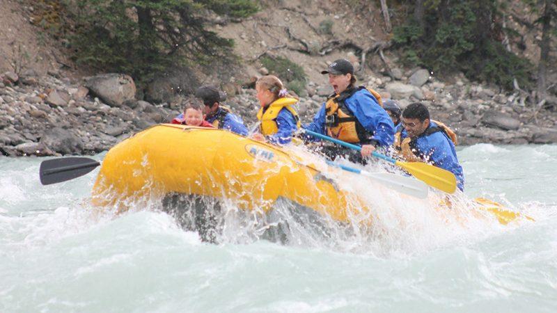 Passeio de rafting para famílias em Jasper