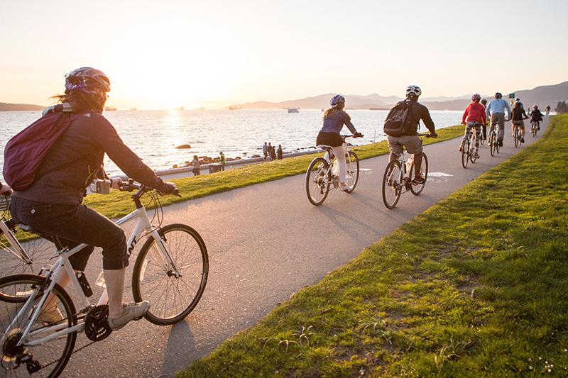 Passeio de bicicleta durante o verão em Vancouver
