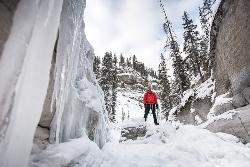 Passeio de inverno no Maligne Canyon em Jasper