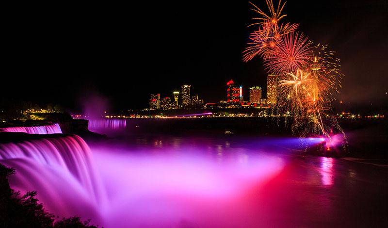 Fogos no Night Lights Tour em Niagara Falls