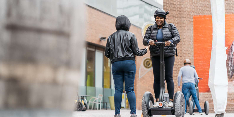 Transporte com patinete elétrico em Toronto